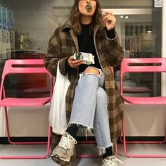 Find Your Inner Fashionista With These Tips And Tricks! Looks Chic, Looks Style, Fashion Killa, Look Fashion, Fashion Women, Mode Outfits, Fashion Outfits, Fashion Trends, Fashion Clothes