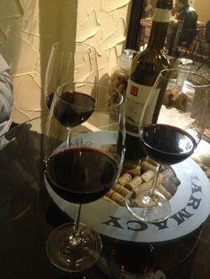 Wine bar w open seats