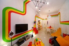 rainbow housee251 Fresh Apartment with Vivid Colors in Hong Kong :The RAINBOW House