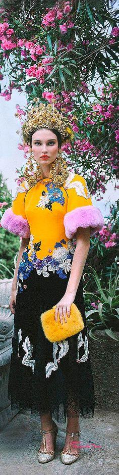 Très Haute Diva ♔ Dolce & Gabbana Alta Moda Fall/Winter 2015-16 ♔ For more images visit my website http://www.treshautediva.com/