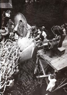 Filming 'Metropolis' (1927), a German silent film by Fritz Lang. - More at http://cine-mania.it