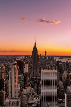 sunsets are relaxing - Skyline New York by Belia Buys Brand-new You are able to Resorts along with Pools: New York Wallpaper, City Wallpaper, Sunset Wallpaper, New York Life, Nyc Life, City Aesthetic, Travel Aesthetic, Nature Aesthetic, Summer Aesthetic