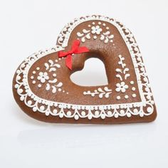 CLASSIC LEBKUCHEN ~ Klassisches Lebkuchenherz~ heart shaped Spice cookies beautifully decorated with white icing.