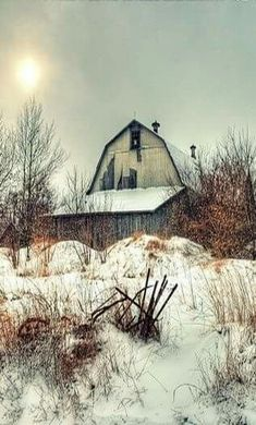 Very old barn, has seen better days. Country Barns, Country Life, Country Roads, Country Charm, Country Treasures, Country Living, Farm Barn, Old Farm, Champs