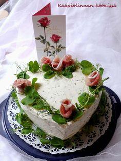 Kääpiölinnan köökissä: Voisin viettää juhlapäivää jälleen huomenna! - synttäripäivän kinkkuvoileipäkakku