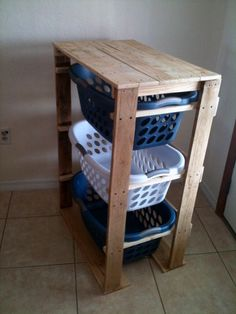 25 Beautiful Cheap Pallet DIY Storage Projects to Realize With Ease - Diy pallet projects - Pallet Crafts, Diy Pallet Projects, Home Projects, Wood Crafts, Woodworking Projects, Diy Crafts, Woodworking Plans, Woodworking Furniture, Diy Projects With Wood