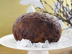 No Christmas is complete with out a classic boiled Christmas pudding. Leave it simmering happily away while you while away the day with family, friends and children. Enjoy it just when you thought you couldn& take another bite. Malva Pudding, Chia Pudding, Pudding Club, Xmas Pudding, Best Christmas Pudding Recipe, Christmas Treats, Christmas Cakes, Christmas Recipes, Holiday Desserts