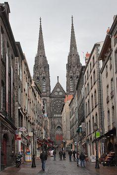 Winkelen in #Clermont-Ferrand? Check CityZapper voor de leukste adresjes! #shopping