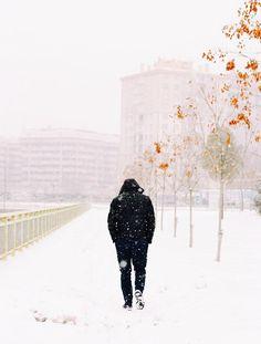 '،. ودَّ لو يَغيب عنه وعيه., ودّ لو ينسى كُل شيء فما يَشعُر بشيء., ثم يستيقظ بعد ذلك فيستأنف حياة جديدة... دوستويفسكي