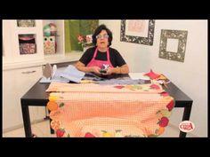 Alciana Rossi ensina montar uma toalha com as réguas da Isamara Custódio.