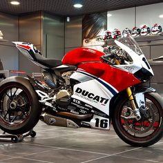 Moto Ducati, Ducati Motorbike, Ducati Scrambler, Racing Motorcycles, Motorcycle Bike, Motos Retro, Custom Sport Bikes, Bike Photography, Ducati Monster