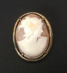 Vintage Italian Sea Shell Cameo Hand Carved Brooch Doubles As Pendant AP10845