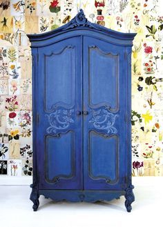 Painter in Residence Ildiko Horvath chose a striking, bright blue for this classic French armoire. First she focused on the ornate carvings and details, painting them in Chalk Paint®️️ in Graphite. Annie Sloan Painted Furniture, Painted Bedroom Furniture, Annie Sloan Paints, Blue Furniture, French Furniture, Vintage Furniture, Furniture Design, Classic Furniture, Unique Furniture