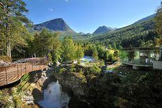 Gudbrandsjuvet gorge in Valldalen. Viewing platform and commercial building.      Photo: Roger Ellingsen