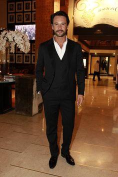 Rodrigo Santoro - 3 piece suit, no tie