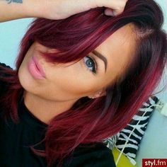 Hmmm so tempting! hair color ideas for brunettes with red Maroon Hair, Magenta Hair, Red Hair Color, Cool Hair Color, Short Straight Hair, Looks Style, Fall Hair, Gorgeous Hair, Hair Looks