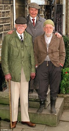 Brian Wilde, Peter Sallis and Bill Owen as Foggy, Clegg and Compo in BBC comedy Last Of The Summer Wine British Tv Comedies, Classic Comedies, British Comedy, British Actors, English Comedy, British Men, Peter Sallis, Last Of Summer Wine, Bbc Tv Shows
