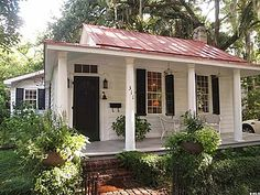 Perfect 1850 School House Converted Into Two Bedroom Cottage in Beaufort SC… Go to site for nice interior pictures! The post 1850 School House Converted Into Two Bedroom Cottage in Beaufort S . Small Cottages, Cabins And Cottages, Beach Cottages, Small Cottage Homes, Small Cottage Interiors, House Interiors, Cottage Living, Cozy Cottage, Cozy House