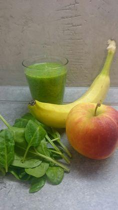 Grüner - Smoothie!  Spinat, Banane und Apfel!  #gesundundfit #vegan #veggie #onesimplechance #smoothie #sport #energie