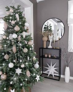 Este posibil ca imaginea să conţină: brad de crăciun şi interior Red Christmas, Christmas Time, Xmas, Christmas Decorations, Holiday Decor, Doll Patterns, Interior, Handmade, Winter