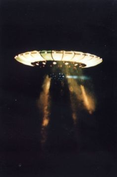 Incredible 1989 Nashville UFO Photographs Provided by Commander Graham Bethune of the US Navy - Alien UFO Sightings Aliens And Ufos, Ancient Aliens, Ancient History, Alien Sightings, Ufo Sighting, Bigfoot Sightings, Alien Tattoo, Concept Alien, Imagenes Dark