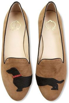 Dog pattern shoes - adorable dachshund loafers are just beckoning to go on a walk! Fashion Mode, Fashion Shoes, Style Fashion, Crazy Shoes, Me Too Shoes, Game Mode, Zapatos Shoes, Mode Shop, Shoe Boots