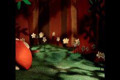 """Une petite démo des travaux de FairyBear Stop Motion!  Pub, clip, institutionnel, court métrage en animation stop motion, à base de materiaux divers et variés, issus du recyclage ou de récupération.  Plus d'infos :  http://fairybearstopmotion.blogspot.fr/  N'hésitez pas à nous contacter pour vos projets!    Musique : """"Hello"""" Martin Solveig & Dragonette"""