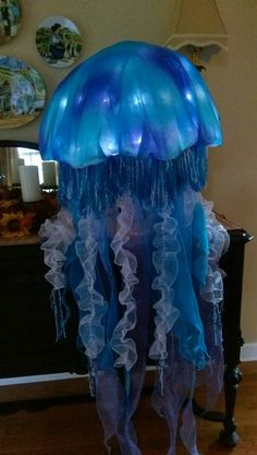 Alien Halloween Costume, Halloween Diy, Little Mermaid Costumes, The Little Mermaid, Pink Jellyfish, Jellyfish Aquarium, Aquarium Fish, Sea Creature Costume, Under The Sea Costumes