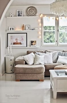 Daily Dream Decor: Cozy family living room / Shelves with pictures and few decoration items