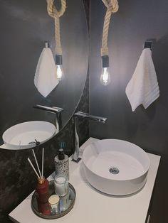 Um dos banheiros aqui do nosso escritório, esse aqui tem um tema mais escuro, super aconchegante! Clica na imagem para ler mais um pouquinho sobre!
