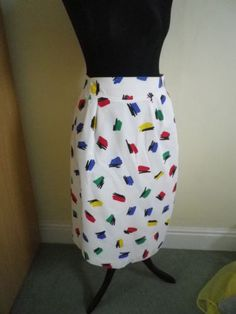 Vintage Pencil skirt and I soo remember this pattern on many clothing back then! 80s Fashion, Ladies Fashion, Vintage Fashion, Womens Fashion, Fashion Fabric, Vintage Skirt, Memphis, 1980s, Vintage Ladies