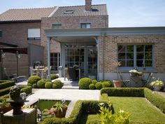 pastorijwoning halfopen bebouwing - Google zoeken Outdoor Spaces, Outdoor Living, Outdoor Decor, French Villa, Pergola, Belgian Style, Porche, Garden Deco, Mansions Homes