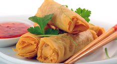 Chinese Spring Rolls Recipe,Spring rolls are a tasty snack & you can make those & keep in freezer. This tasty chinese spring rolls cooking recipe in urdur. Chinese Spring Rolls, Thai Spring Rolls, Shrimp Spring Rolls, Vegetable Spring Rolls, Chicken Spring Rolls, Cooking Recipes In Urdu, Vegetarian Recipes, Healthy Recipes, Vegetarian Cooking