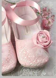 Aww, little pink lace baby shoes. Makes my insides hurt a little to look at them. SWEET.