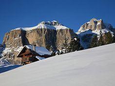 Ve Val di Fassa se vrcholy Dolomit ukazují ve své plné kráse. Sella Ronda, Arno, Half Dome, Mountains, Nature, Travel, Naturaleza, Viajes, Destinations