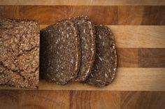 Möchtet ihr selber Brot backen? Hier bekommt ihr eine kleine Einführung ins Backen mit Sauerteig und ich verrate Euch mein Rezept für Schrotbrot.