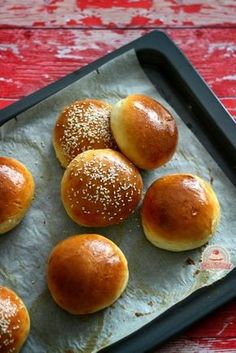 Hamburger zsemle házilag Healthy Homemade Bread, Healthy Recipes, Sweet And Salty, Bread Recipes, Bakery, Food And Drink, Favorite Recipes, Cooking, Hamburgers