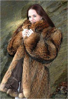 I love Fur and Ladies in Fur Black Fur Coat, Fox Fur Coat, Fur Coats, Fur Coat Fashion, Fabulous Fox, Great Women, Halloween Outfits, Tgirls, Neck Warmer