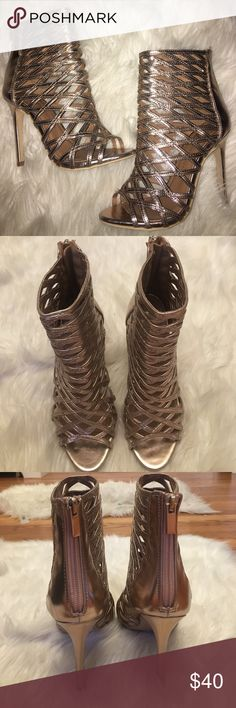 Heels Rose gold heels, these are absolutely beautiful 😍 brand new, worn once! Size 7. Brand tagged for exposure. Steve Madden Shoes Heels
