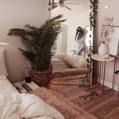 Bedroom Apartment, Home Bedroom, Bedroom Corner, Apartment Living, Master Bedroom, Room Ideas Bedroom, Bedroom Inspo, Bedroom Decor Boho, Hippy Bedroom