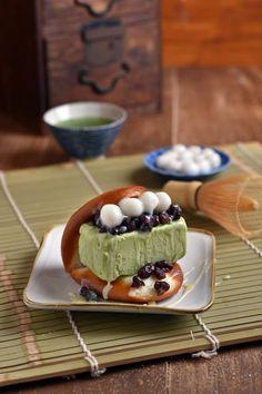 Motcha Ice-cream in Deep-fried Bun