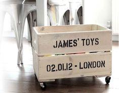 Top 5 geboortecadeau jongen. Op zoek naar een echt leuk geboortecadeau voor een jongen? Zie hier een stoere loopfiets, letter, of originele houten toybox.