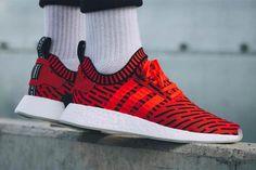 Adidas NMD R2 PK 910 unisex sneakers, (46 2 / 3, core Rojo / Calzado