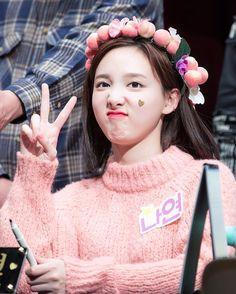 ; lol lol this is really cute . . . #twice #twicett #tt #jyp #jyptwice #twicenayeon #twice_nayeon #nayeon #imnayeon #나연 #임나연 #트와이스 #트와이스나연