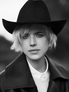 Agyness Deyn for Exit Magazine Winter 2011 by Ben Weller High Fashion Photography, Photography Poses, Highlights Magazine, Agyness Deyn, Love Hat, Trends, Interesting Faces, Girl With Hat, Androgynous