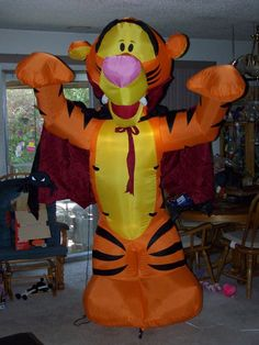 Disney  Gemmy Halloween   Vampire  Tigger    8  ft  yard Inflatable