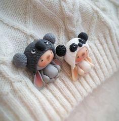 Братишки мишки-зайчишки. Немного поиграли с цветом коалы. Брошки отправились в новый дом. #маленькийплюшевыйзайчик#авторскаяидея #панда…