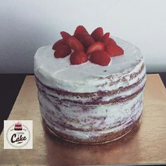 Naked Cake    #carinaecake #nakedcake #cakedesigner #bolosdecorados #bday #bolinhosamedida #happybirthday #happybday #lovely #welcomefriends