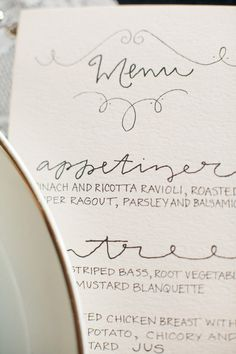 Elegant-Spring-Styled-Shoot_14 I like this font and menu style