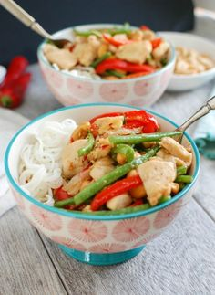 Lemongrass Chicken Noodle Bowls are your answer when you are craving Asian inspired food. Fresh red peppers, green beans, chicken and asian spices are stir-fried and topped with cashews and put on top of a bed of rice noodles. // A Cedar Spoon